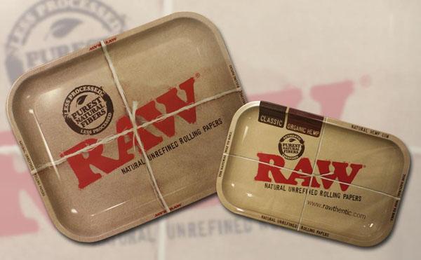 左:RAWメタルトレー ¥2,625 右:RAWミニトレー ¥1,575